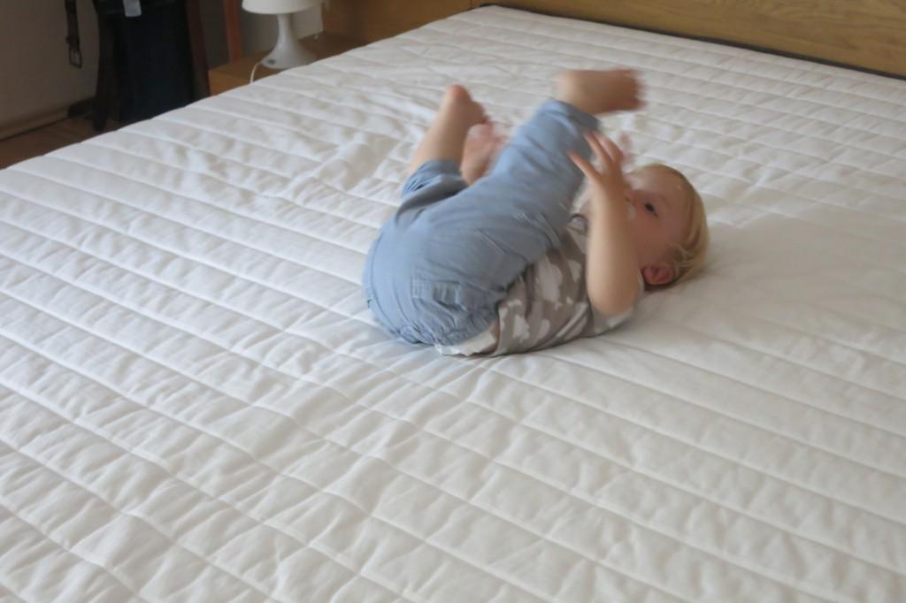 schlaft liebe eltern schlaft wir testen die bruno matratze miniundmami. Black Bedroom Furniture Sets. Home Design Ideas