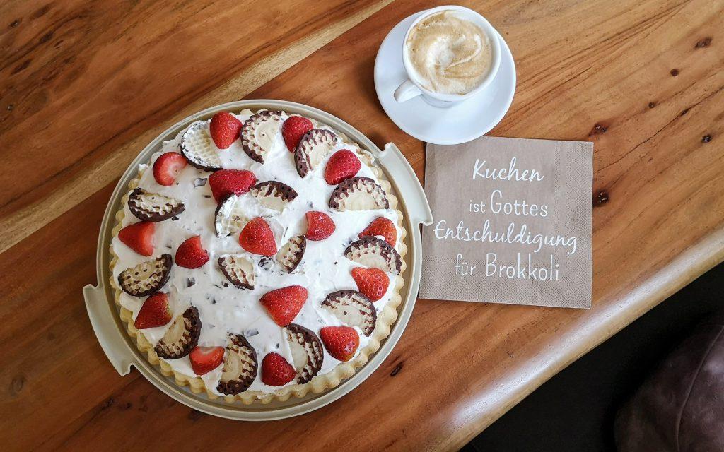 Schokokusstorte, Mohrenkopftorte, Dickamnnstorte mit Erdbeeren